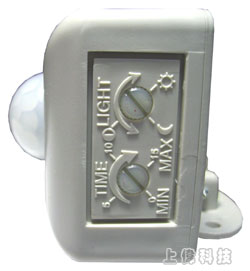 RP-601D 室外防水型雙頭紅外線感應自動開關(AC輸入/AC輸出)-採用進口專業型感應元件(PIR)'高感度、安裝方便'體積小、負載大、壽命長'SMD零件穩定度特佳'附感應動作指示燈'延遲通電時間可調'明/暗工作時機,可依使用者設定,由上偉科技專業銷售'工程安裝'維修服務,洽詢電話02-22267567(代表號)由專人服務